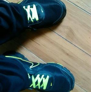 #FREE Nike Max runlite +2 athletic shoes
